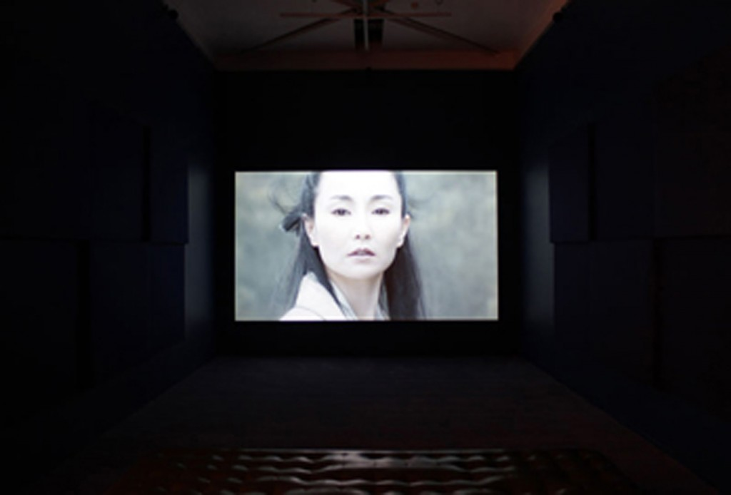 Isaac Julien, Better Life (Ten Thousand Waves), 2010, Einzelbildprojektion, 35 mm, HD, 49,41 Min; Courtesy & © Studio Isaac Julien.
