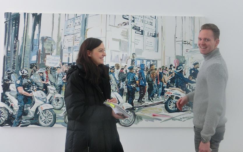 Franziska Kramer im Gespräch mit dem Kurator Philipp Bollmann.